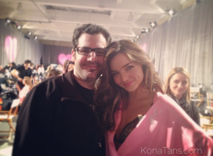 Kona Tanning's Ken Quinn and Victoria's Secret Model Miranda Kerr at the Victoria's Secret Fashion Show  |  KonaTans.com #victoriassecret #mirandakerr #vsfashionshow #supermodels #makeup #spraytan #pink