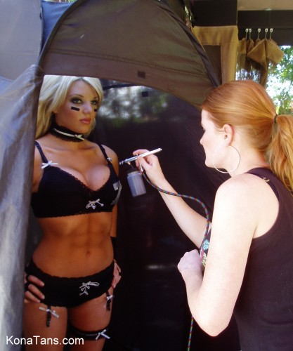 Best Spray Tan Tent for Airbrush Tanning - Fits ALL Clients! www.KonaTans.com